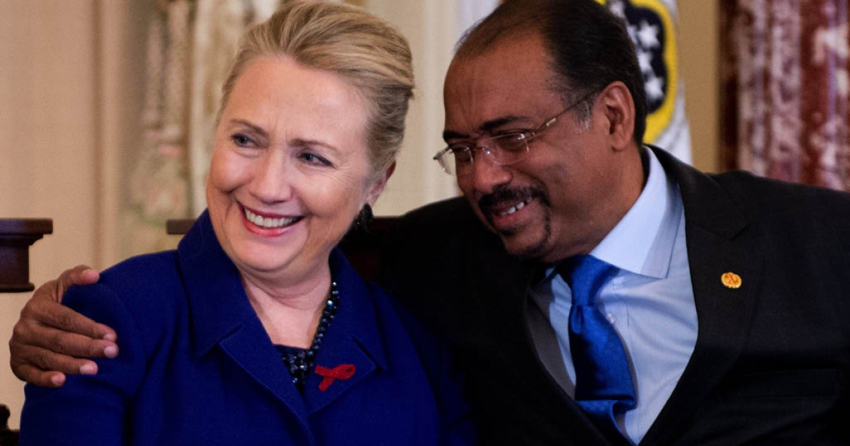 US Secretary of State Hillary Clinton (L) is hugged by United Nations Aids Executive Director Michel Sidibe during an event in recognition of World AIDS Day at the State Department in Washington, DC, November 29, 2012.</p>