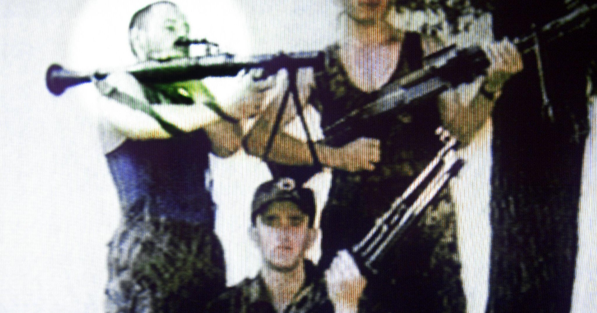 A TV frame grab of an undated photo taken in Kosovo shows Australian David Hicks (L) who has been captured with Osama bin Laden's Al Qaeda troops near Kandahar, 12 December 2001.</p>
