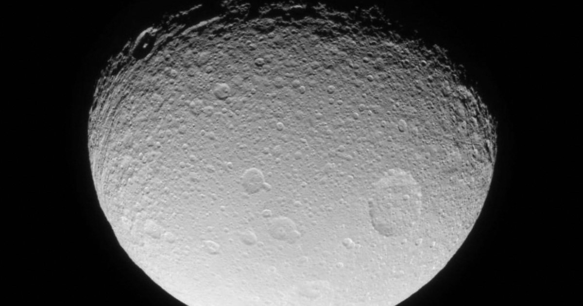 Ice avalanches on Saturn's moon have been discovered by researchers at Washington University.</p>