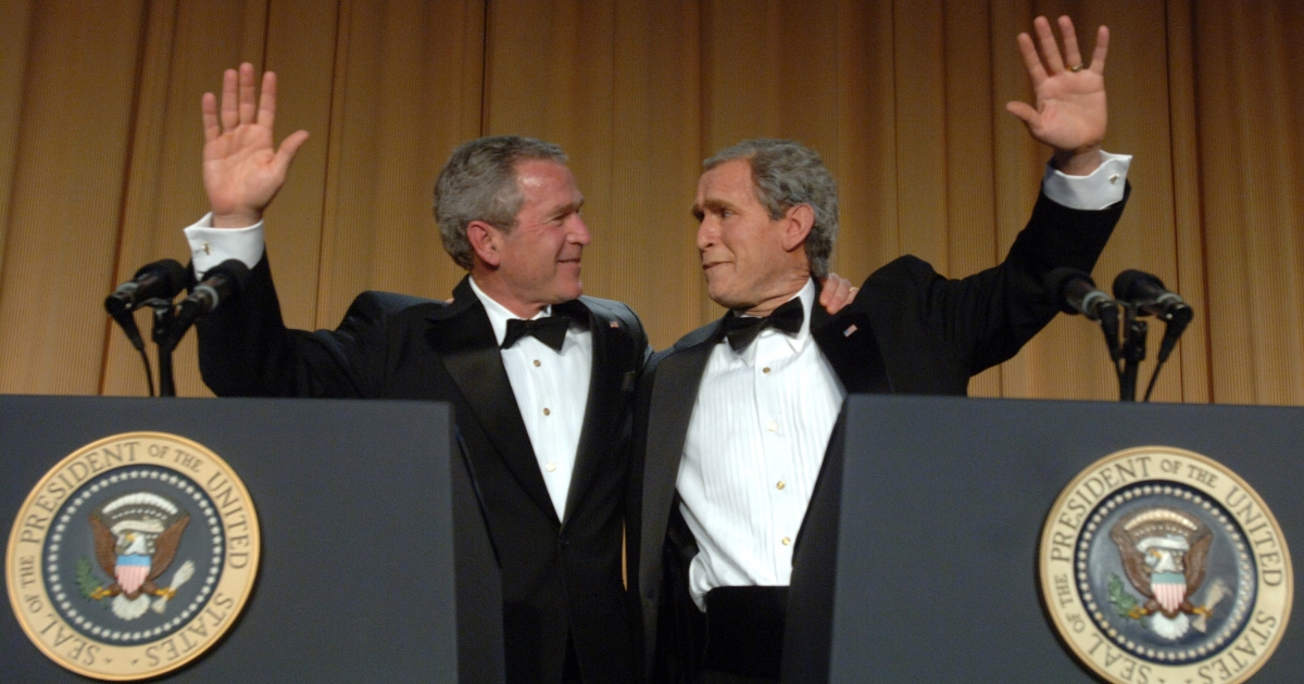 US President George W. Bush and his inner monologue, played by Steve Bridges, entertain guests at the White House Correspondents' Dinner April 29, 2006 in Washington, DC.</p>