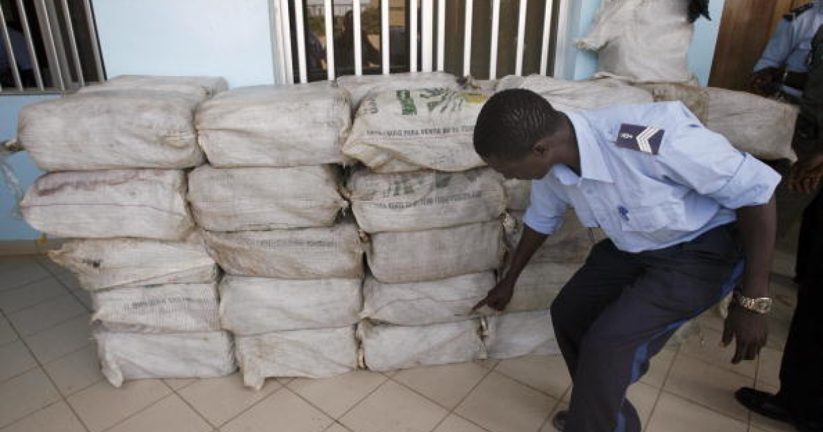 A police officer counts the number of bags of drug seized, 02 July 2007, at the police station of Mbour, Senegal. West Africa has seen an increase in drug trafficking.</p>