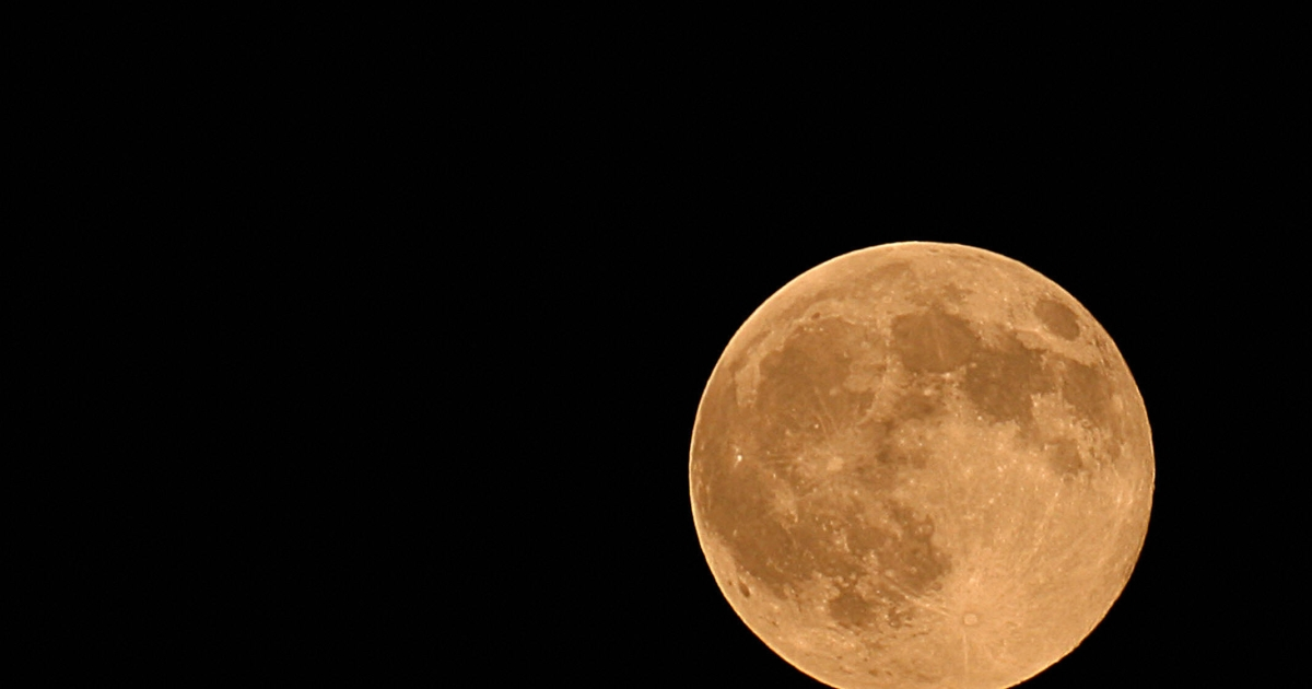 A Harvest full moon will rise this weekend just above the planet Uranus.</p>