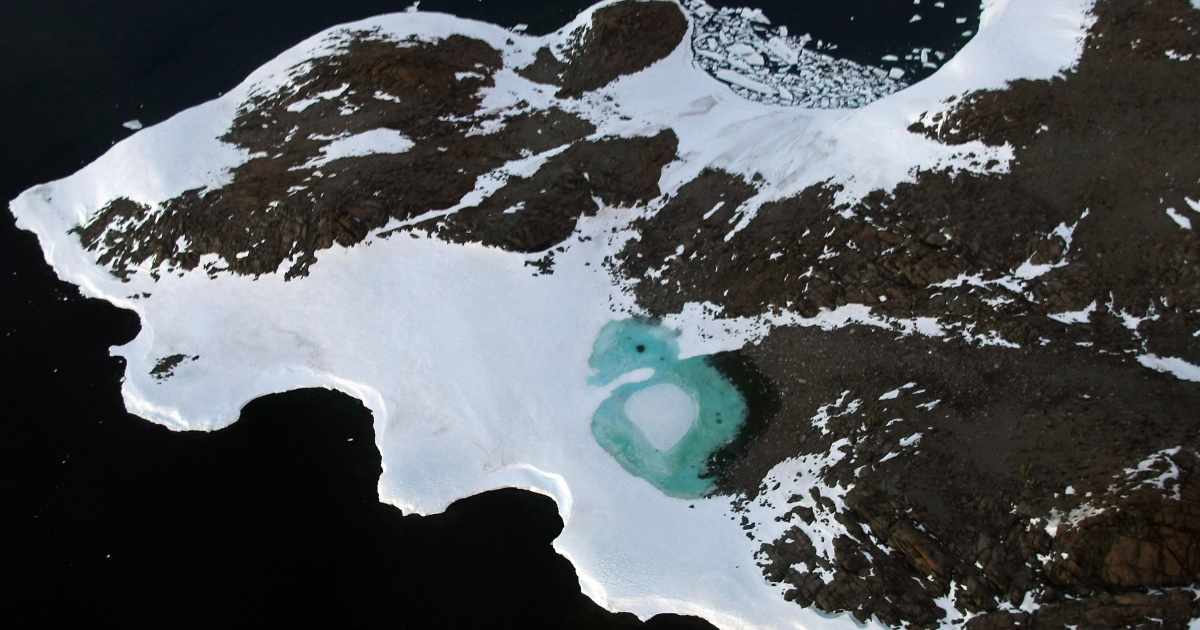 Russian PM Vladimir Putin received the first sample of water from Lake Vostok.</p>