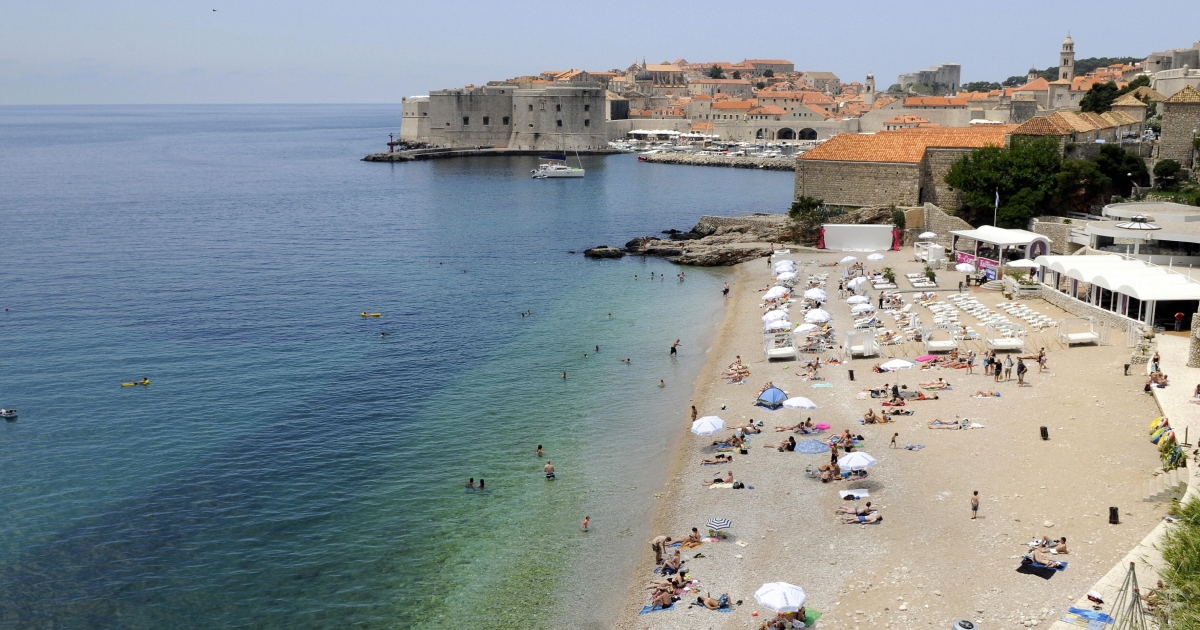 Tourists enjoy the summer on the main beach of Croatia's central Adriatic resort of Dubrovnik on June 27, 2009.</p>