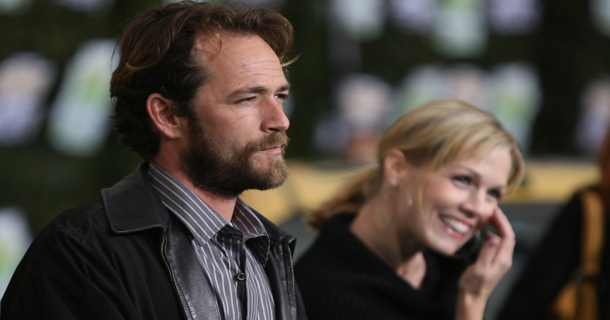 Actor Luke Perry and actress Jennie Garth arrive at Chevy Rocks The Future at the Buena Vista Lot at The Walt Disney Studios February 19, 2008 in Burbank, California.</p>