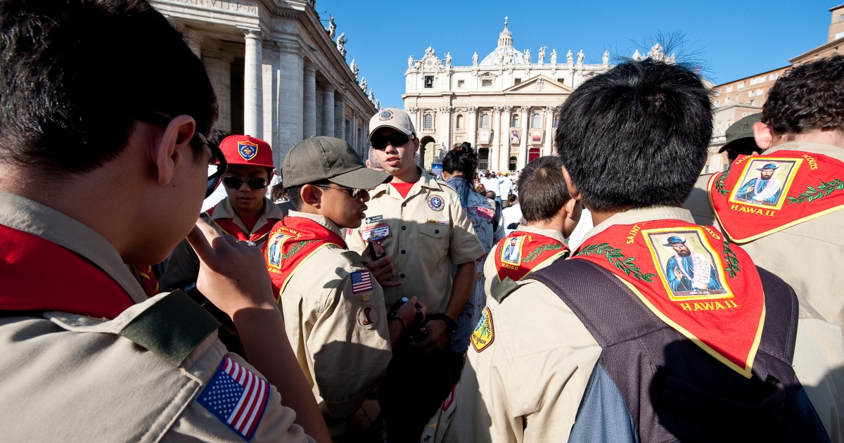 Catholic faithful, including US Boy Scouts gathered in St. Peters's square at the Vatican, on October 11, 2009, as Pope Benedict XVI prepares to canonise five new saints, including a man who dedicated his life to lepers in Hawaii and another considered one of the greatest mystics of the 20th century.</p>