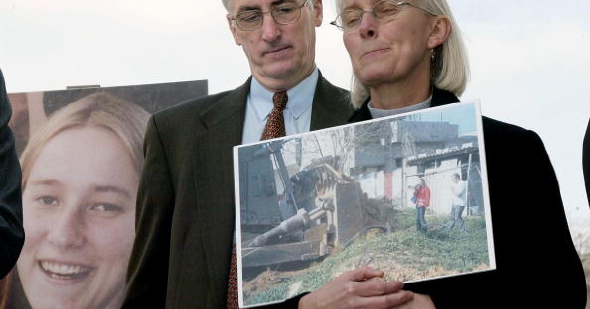 Craig and Cynthia Corrie pause during a press conference on Capitol Hill in Washington, DC on March 19, 2003, as they talk about their daughter Rachel who was run over by an Israeli bulldozer during a demonstration in the Gaza Strip in 2003.</p>