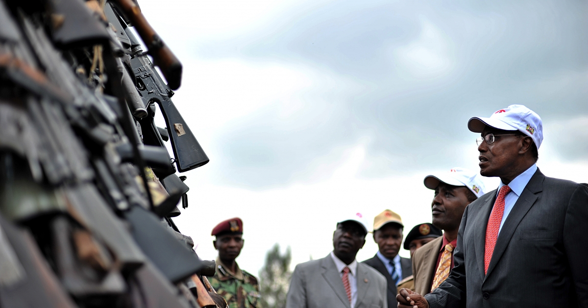 Kenyan government minister George Saitoti (R) inspects a cache of illegal fire arms in Nairobi, March 24, 2010 before it is set abalaze as part of a campaign by the Kenyan government to mop-up illicit small arms and light weapons that are at the centre of increasing violent crime in Kenya and Africa.</p>