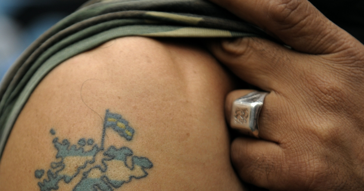 Argentine war veteran Victor Villagra shows his tattoo of the Islas Malvinas (Falkands Islands) during a demonstration near the British embassy in Buenos Aires on April 2, 2010 on the 28th anniversary of the 1982 conflict. JUAN MABROMATA/AFP/Getty Images</p>