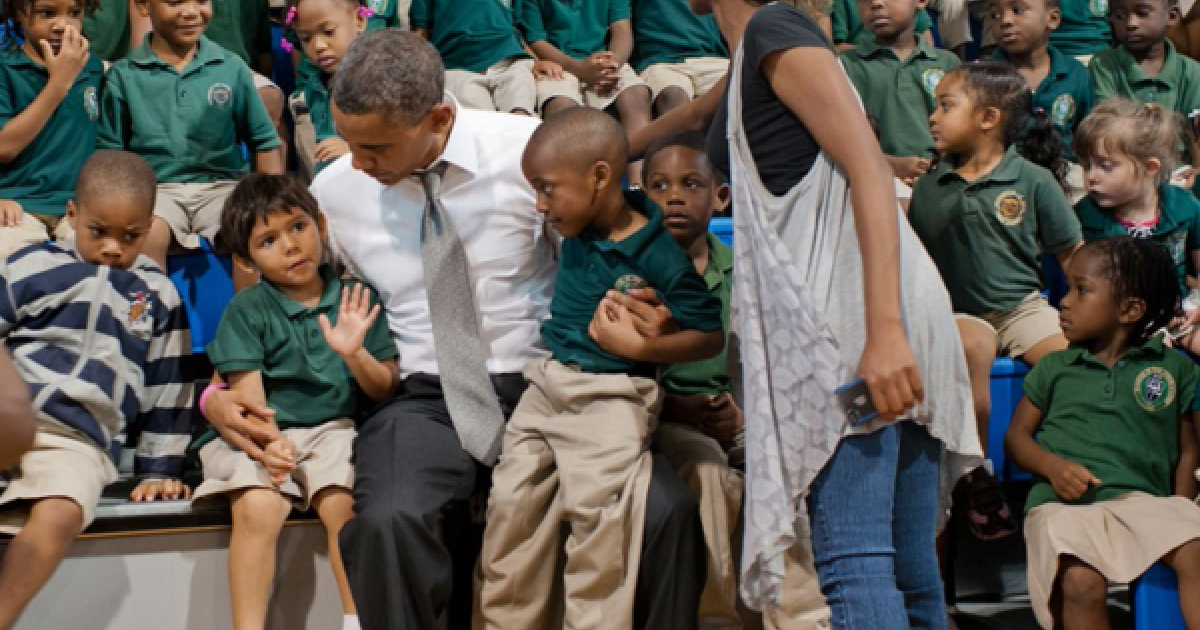 President Obama poses with students in Florida.</p>