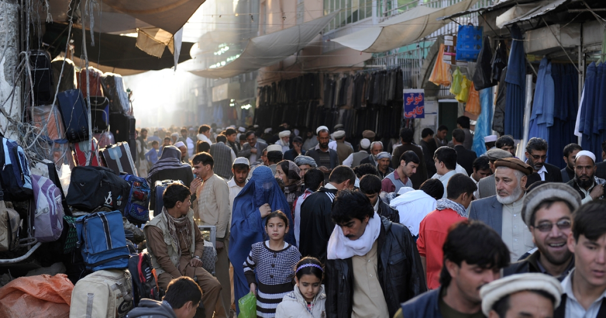 Afghan shoppers throng the Mandave main market in downtown Kabul on October 23, 2012.</p>