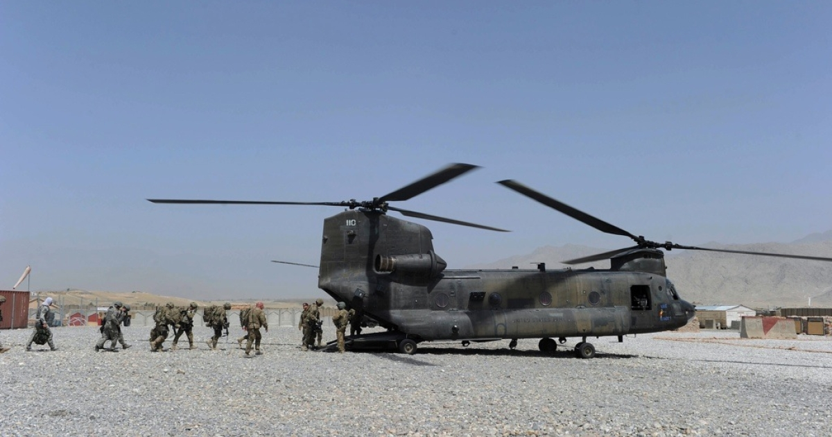 US soldiers board a military helicopter after a ceremony to hand over security in Mehtar Lam, Laghman province on July 19, 2011.</p>