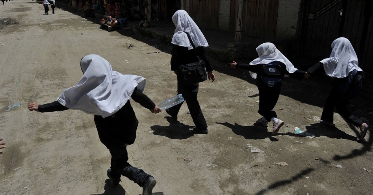 Afghan schoolgirls in the Shomali plains, about 30 kilometers north of Kabul on May 29, 2012.</p>