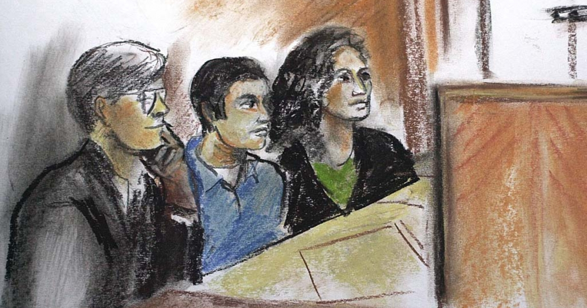 Artist Teresa Malinowski shows Algerian national Ahmed Ressam sitting between lawyer Tom Hillier and an Arabic interpreter on December 22, 1999 at the US Federal Courthouse in Seattle.</p>