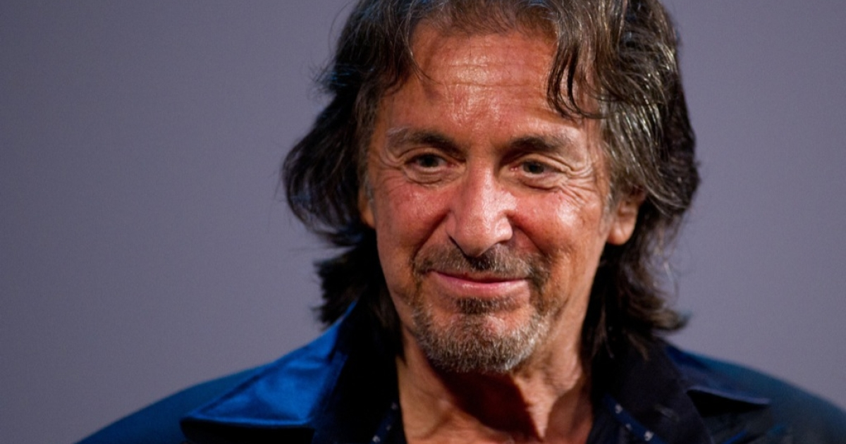 Oscar-winning actor Al Pacino has expressed interest in playing fallen football legend, Joe Paterno.</p>