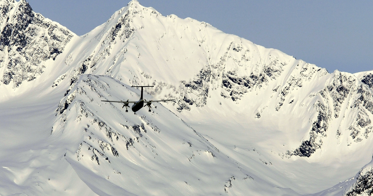 An airplane prepares to land against a backdrop of frozen mountains April 1, 2004 in Valdez, Alaska.</p>