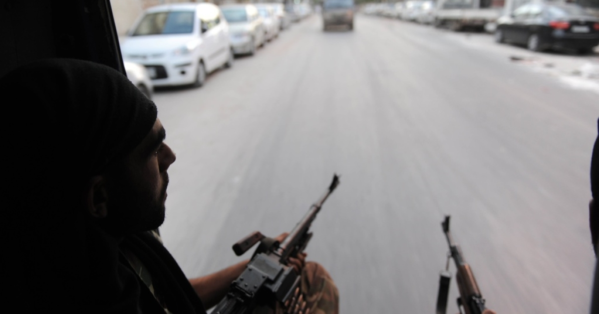 Syrian rebels arrive in the city of Saladin, near Aleppo, to attack the municipal building on July 23, 2012.</p>