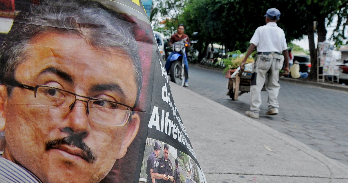 A poster with the portrait of the kidnapped Honduran journalist Alfredo Villatoro, coordinator of the HRN La Voz de Honduras radio broadcasting station, is seen in Tegucigalpa in May 2012.</p>