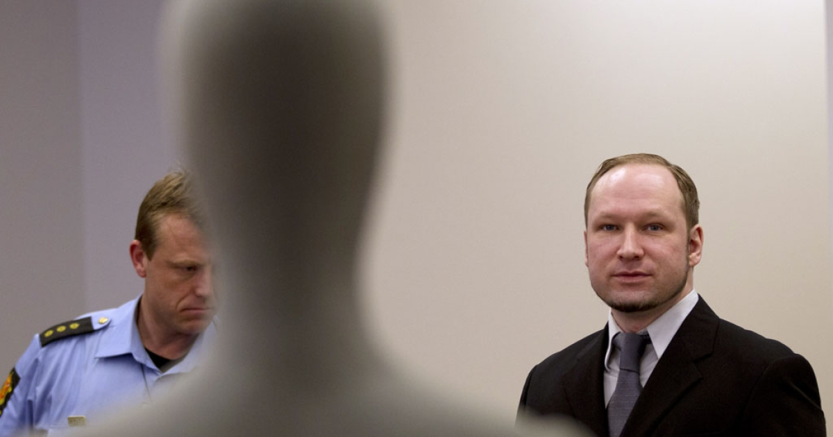 Right-wing extremist Anders Behring Breivik arrives in an Oslo court on May 9, 2012. A mannequin used for forensic evidence stands in the front of the courtroom.</p>