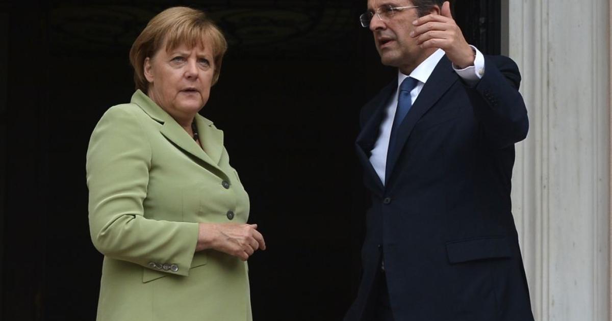 Greek Prime Minister Antonis Samaras (R) welcomes German Chancelor Angela Merkel before their meeting in Athens on October 9, 2012.</p>