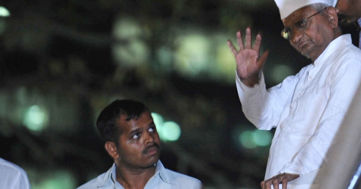 Social activist Anna Hazare leaves the venue after breaking his fast at the Mumbai Metropolitan Region Development Authority recreation ground in Mumbai, India.</p>