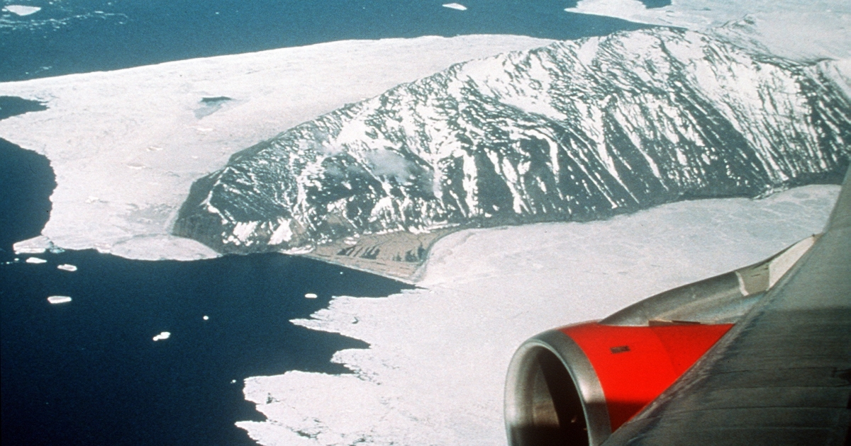 A Qantas 747 charter flies over Antarctica a century after Douglas Mawson and his Australasian Antarctic Expedition mapped it.</p>