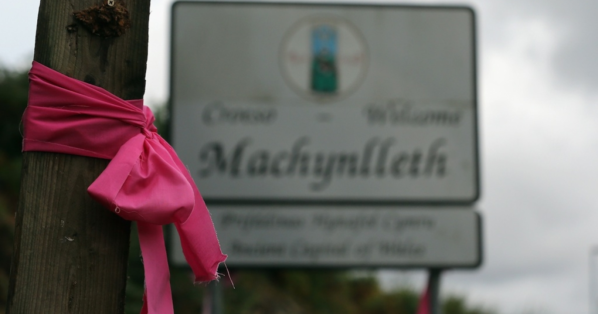 A pink ribbon is tied to a post as the search continues for missing five-year-old April Jones October 5, 2012 in Machynlleth, Wales. April was abducted from outside her house on Monday night. Police have arrested the main suspect in the case, Mark Bridger, on suspicion of murder.</p>