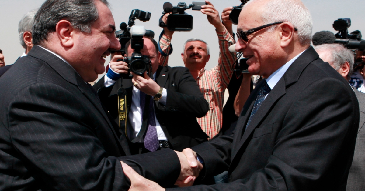 Iraqi Foreign Minister Hoshyar Zebari, left, and Arab League Secretary General Nabil Elaraby, right, shake hands March 25, 2012 in Baghdad, Iraq.</p>