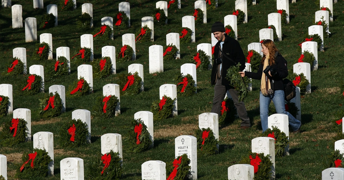 Volunteers carry wreaths to lay on headstones at Arlington National Cemetery. A new report by the Army has found that up to 64,000 headstones may contain mistakes.</p>