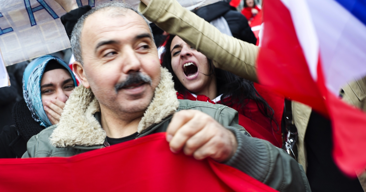 Turkish people demonstrate near the French Senate in Paris today against the vote session for a bill criminalizing the denial of the Armenian genocide.</p>