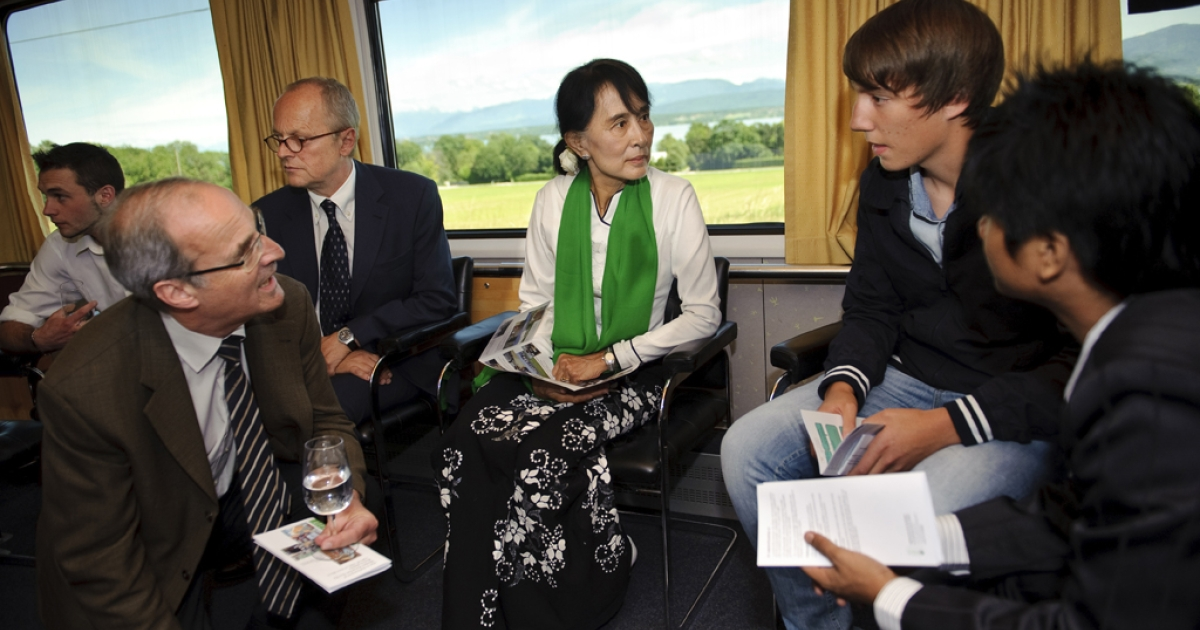 Myanmar opposition leader Aung San Suu Kyi (C), speaks with Swiss apprentices on June 14, 2012 on the train between Geneva and Bern on her first trip to Europe since 1988 to formally accept the Nobel Peace Prize that thrust her into the global limelight two decades ago. Myanmar democracy icon Aung San Suu Kyi called for international investment to create jobs for her country's youth at the start of a landmark tour of Europe following years under house arrest.</p>