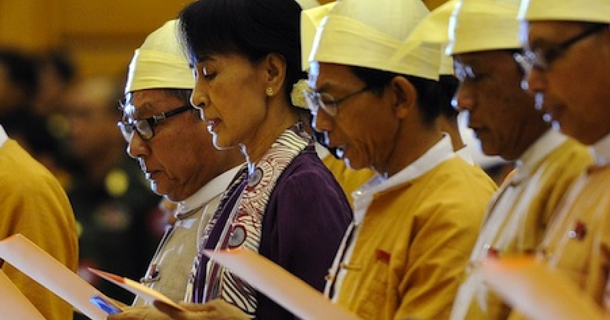 Myanmar opposition leader Aung San Suu Kyi (2nd L) along with other elected members of parliament read a parliamentary oath during a session in Naypyidaw, Myanmar on May 2, 2012.</p>