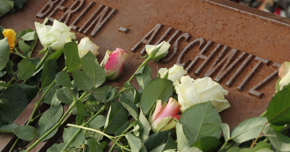 White roses left by mourners lie next to one of the many plaques detailing transports of Berlin Jews to concentration camps at the Gleis 17 (Track 17) memorial on the 70th anniversary of the deportations on Oct 18 in Berlin.</p>