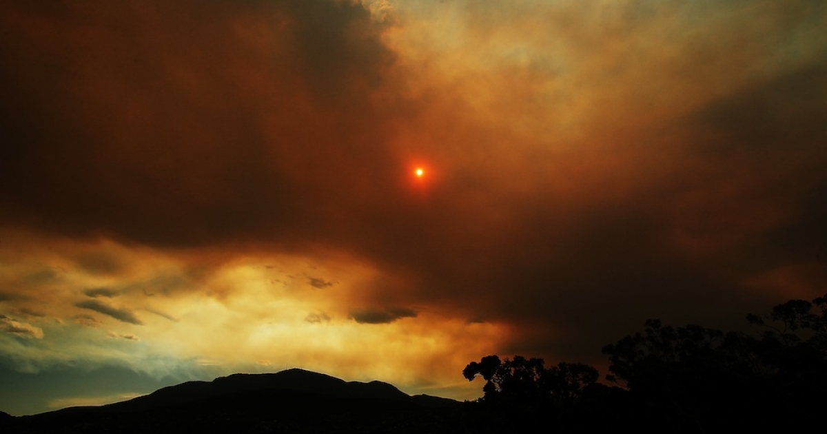Clouds from a nearby bushfire are over Mount Wellington in back of the Hobart International at Domain Tennis Centre on Jan. 4, 2013 in Hobart.</p>