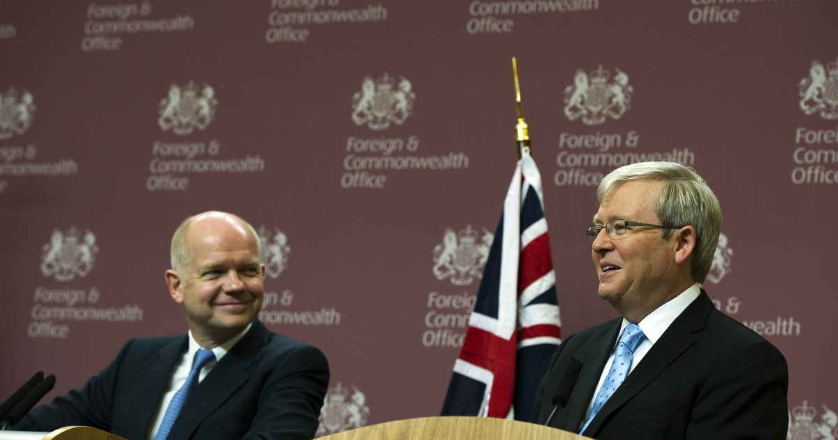 Australia's Foreign Secretary Kevin Rudd (R) and Britain's Foreign Secretary William Hague attend a press conference on International Cooperation at the Foreign and Commonwealth Office in London, on January 24, 2012.</p>