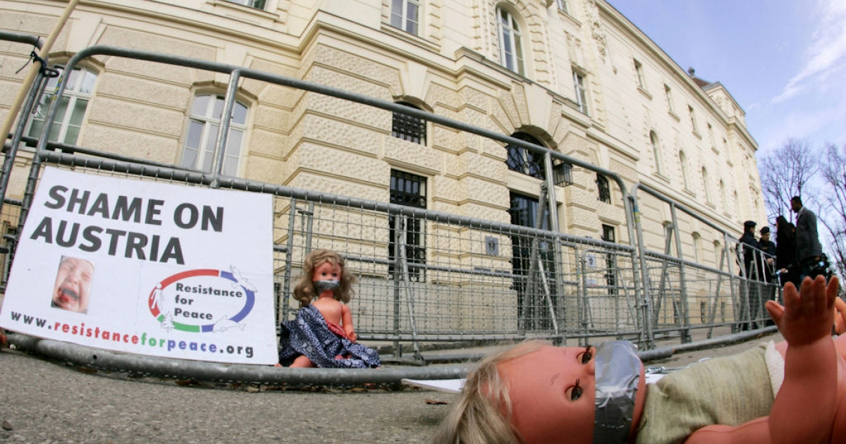 Dolls lay in front of the courthouse in St. Poelten, Austria, on the third day of the Josef Fritzl trial on March 18, 2009.</p>