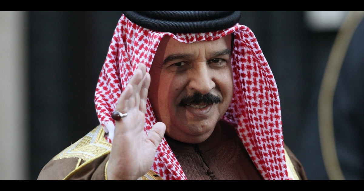 Bahrain King Hamad Al-Khalifa is one of many leaders in the Arab world who are now turning social media networks like Facebook and Twitter around on pro-democracy activists.</p>