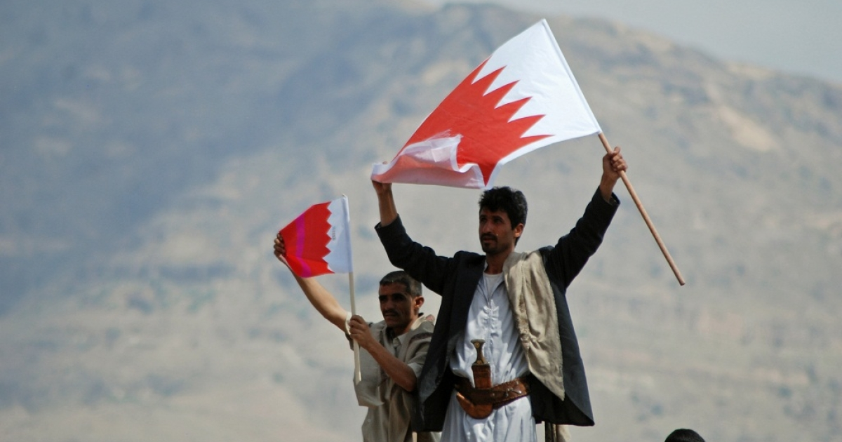 Yemeni anti-government protesters wave Bahraini flags to show their support to the Bahraini anti-regime movement. The death of a teenage boy after a protest on Thursday has led to bigger protests in the capital city of Manama.</p>
