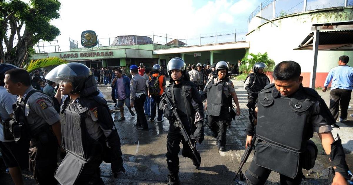 Riot police storm Kerobokan prison in Denpasar on the Indonesian resort island of Bali</p>