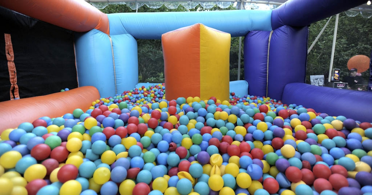 An Arizona mother has launched a campaign against unsanitary conditions at fast-food restaurant play areas, saying that ball pits and other play equipment for children are often crawling with bacteria.</p>