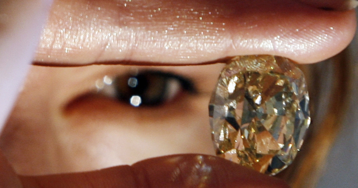 The Kimberely Process lifted the ban on Zimbabwe diamond exports.</p>