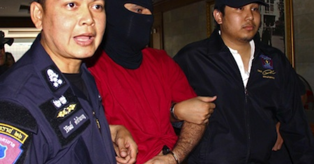 A Swedish-Lebanese man suspected of planning an attack in Bangkok is escorted by Thai policemen at the Border Patrol Police Bureau in Bangkok on January 16, 2012.</p>