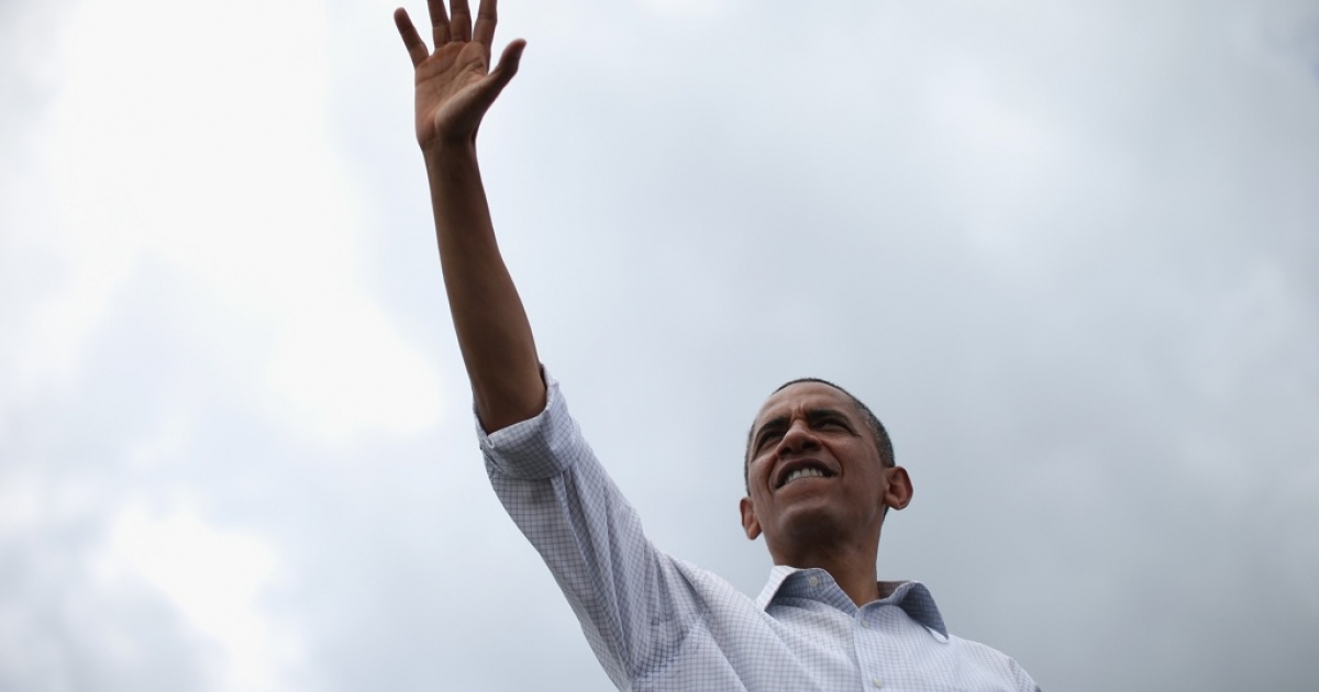 U.S. President Barack Obama waves to supporters during a campaign on the campus of St. Petersburg College September 8, 2012 in St Petersburg, Florida.</p>