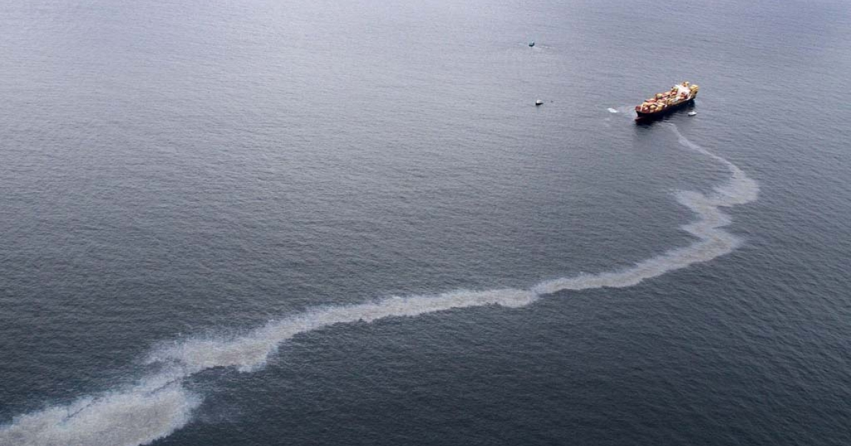 An oil slick is seen coming from the grounded vessel Rena, on October 9, 2011 in Tauranga, New Zealand.</p>