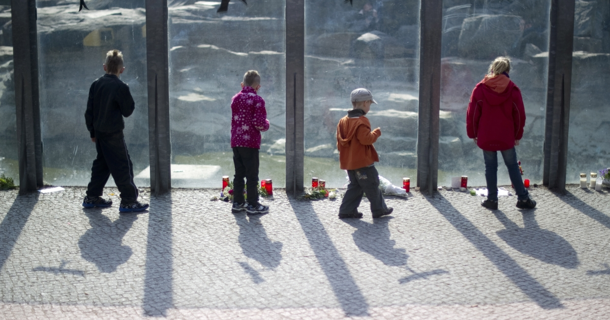 Children stand in front of polar bear Knut's enclosure at the Berlin zoo (Zoologischer Garten) on March 21, 2011. Germany was in stunned mourning after the sudden and premature death of Knut, Berlin's world-famous polar bear, who died on March 19, 2011, at the end of what animal welfare groups said was an unhappy, short life.</p>