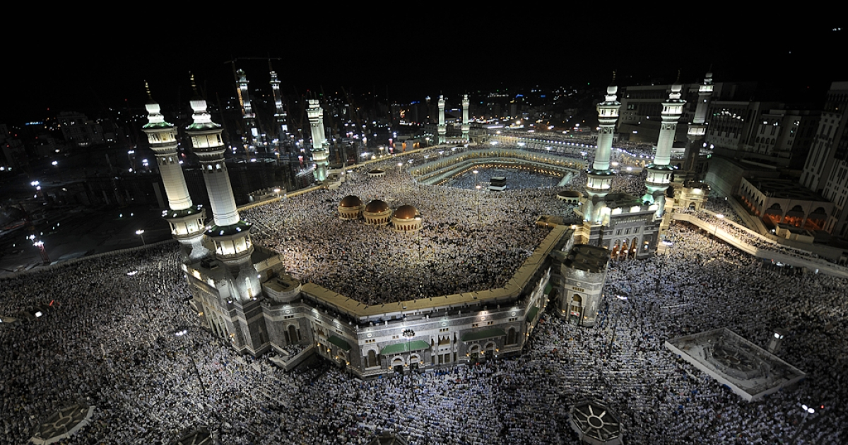 A general view shows hundreds of thousands of pilgrims praying at Mecca's Grand Mosque on Oct. 31, 2011.</p>