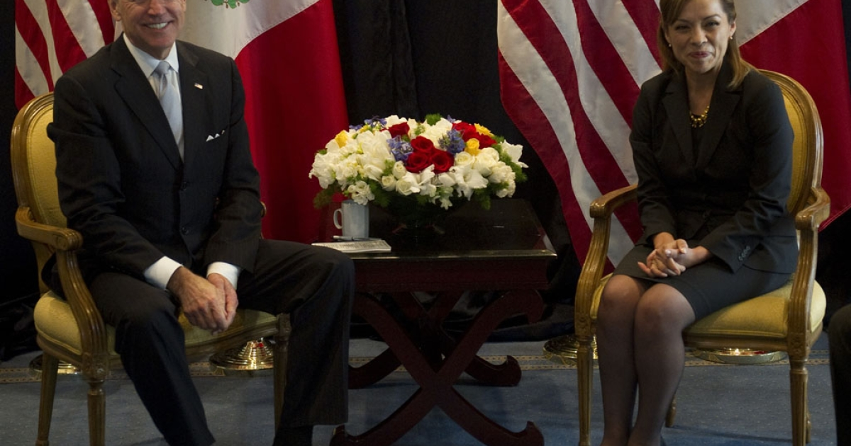US Vice-President Joe Biden (L) poses with Mexican presidential candidate Josefina Vasquez Mota (R) of the National Action Party (PAN), during a meeting on March 5, 2012 in Mexico City.  US Vice President Joe Biden headed to Mexico and Honduras for a routine two-day diplomatic trip.</p>