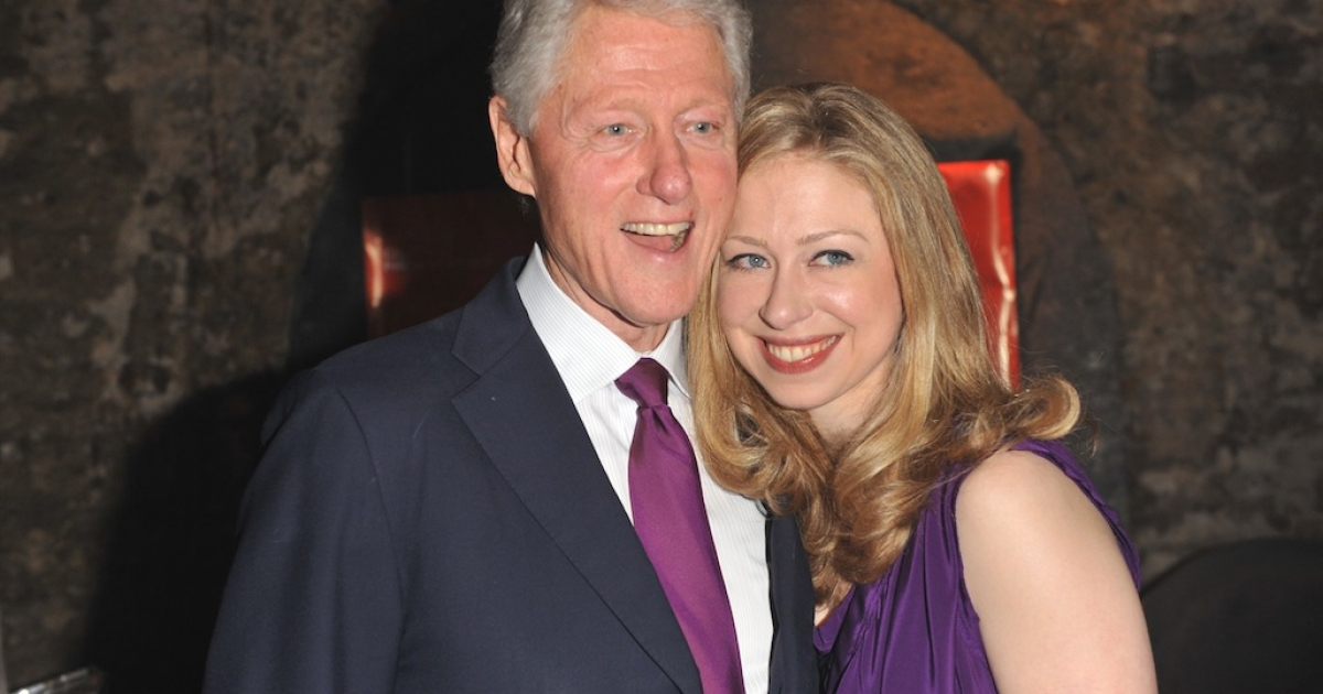 LONDON, ENGLAND - MAY 22:  (L-R) Bill Clinton and Chelsea Clinton arrive at