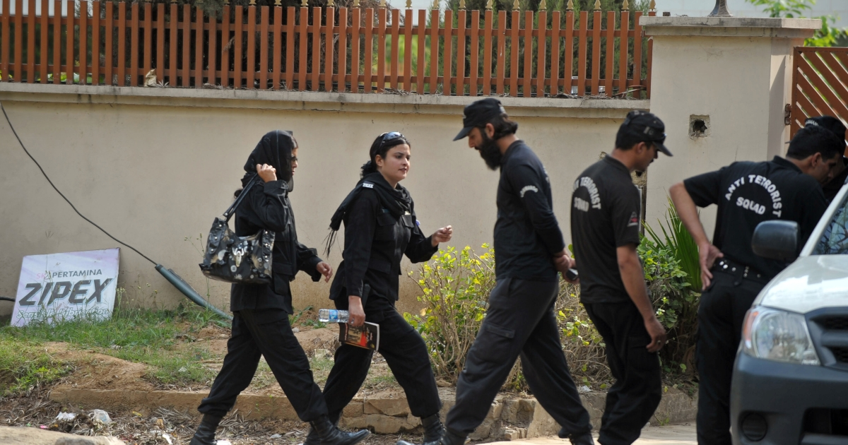 Pakistani women police commandos and male colleagues change shifts today outside the house where family members of slain Al-Qaeda chief Osama bin Laden are believed to be held in Islamabad.</p>