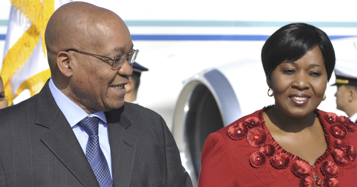 South African President Jacob Zuma (L) and his fiancee Gloria Bongi Ngema (R) arrive at Incheon international airport outside Seoul on November 10, 2010 ahead of the start of the G20 Summit.</p>
